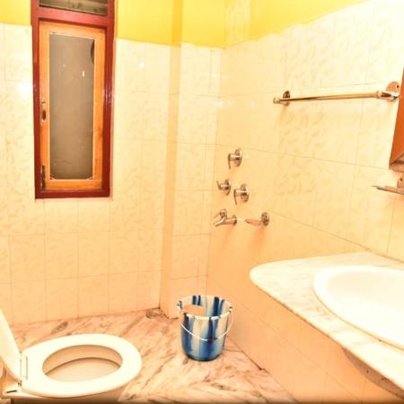 hotel-dikiling-bathroom